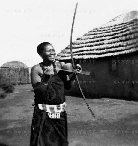 Makhwenyana Bow - Nkkantini Zulu - 1939 - ILAM Photographer